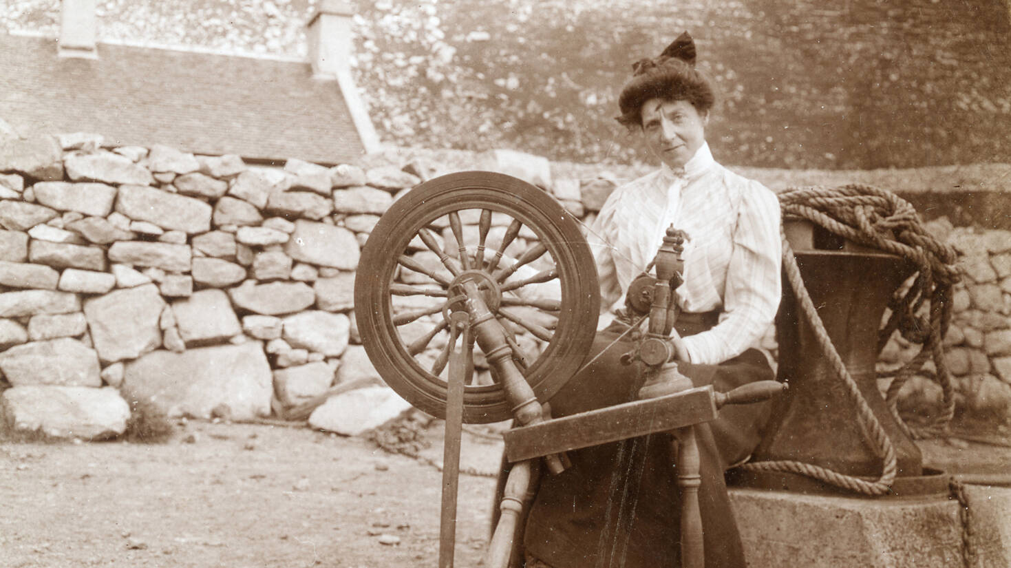 Alice MacLachlan working a spinning wheel on St Kilda in 1907