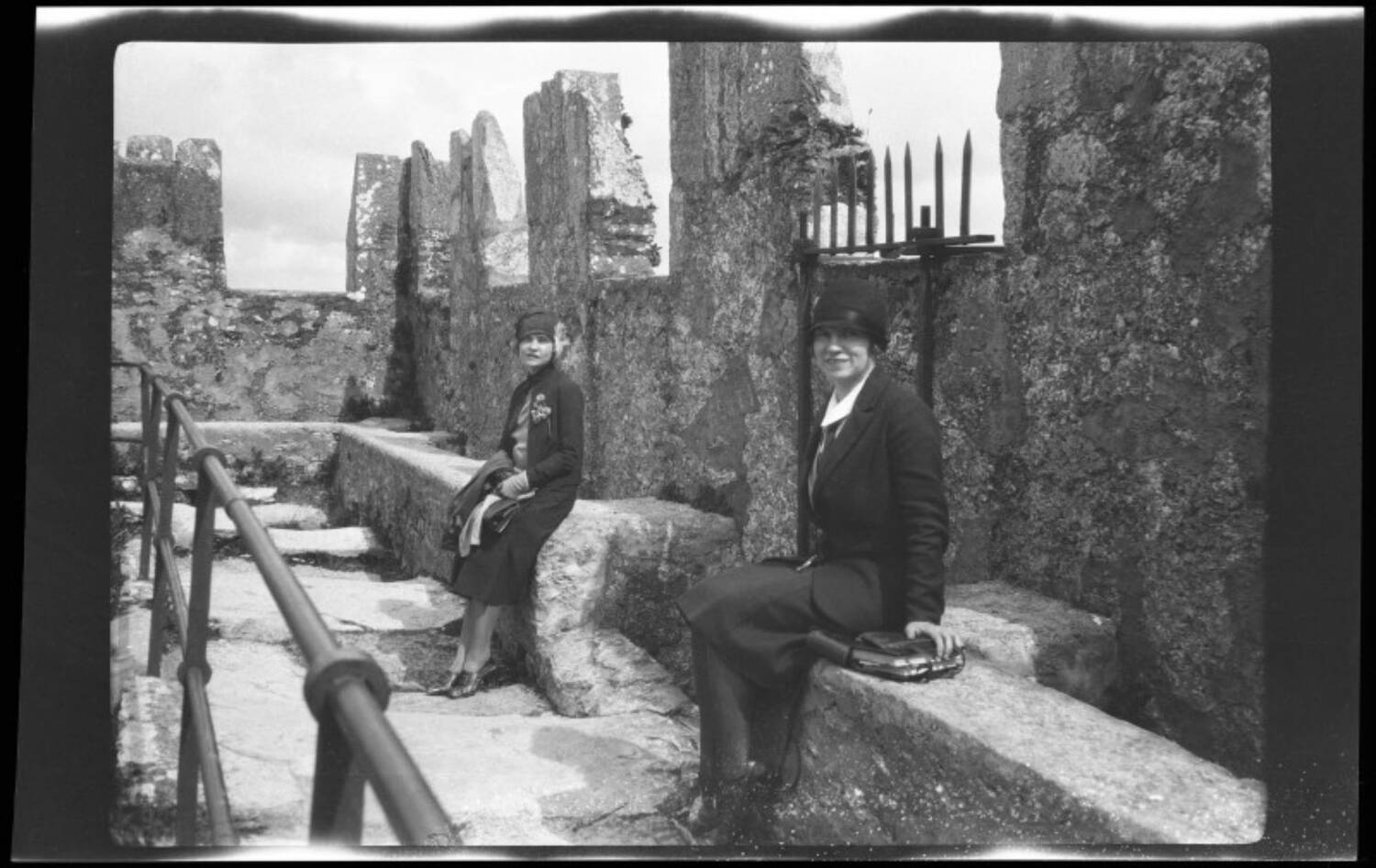 Margaret Fay Shaw and her sister Biddy at Blarney Castle