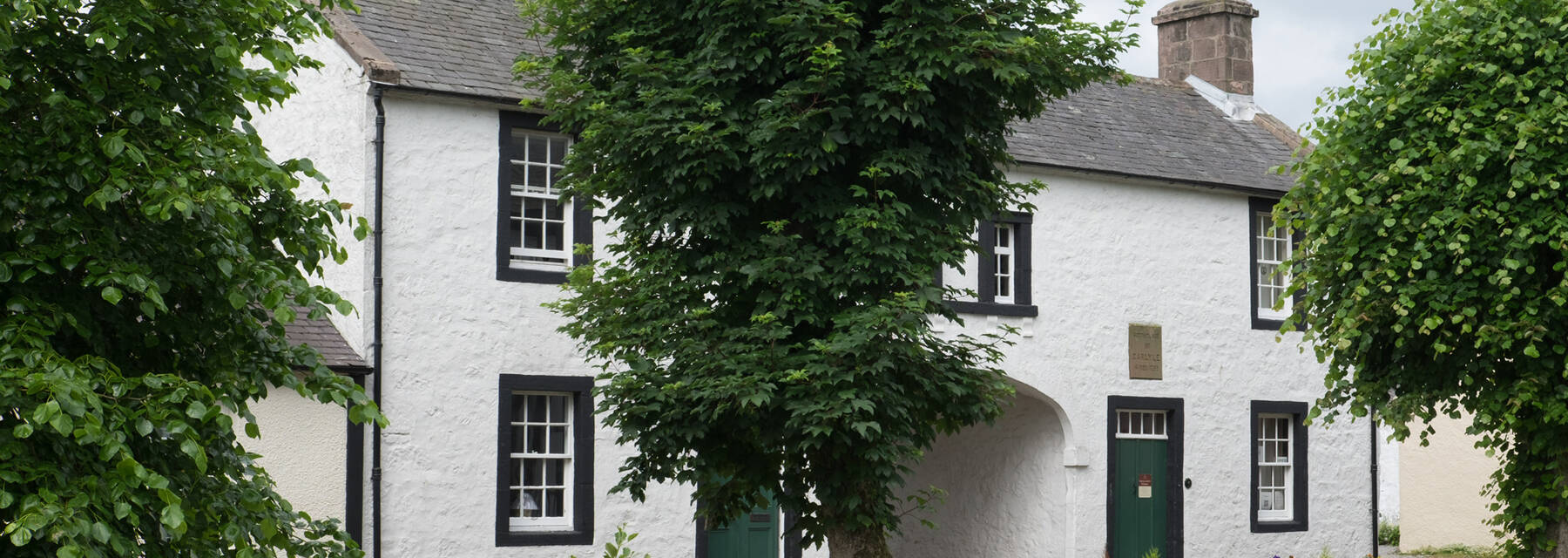 Exterior of Thomas Carlyle's birthplace (courtesy commons.wikimedia.org/wiki/User:DeFacto)