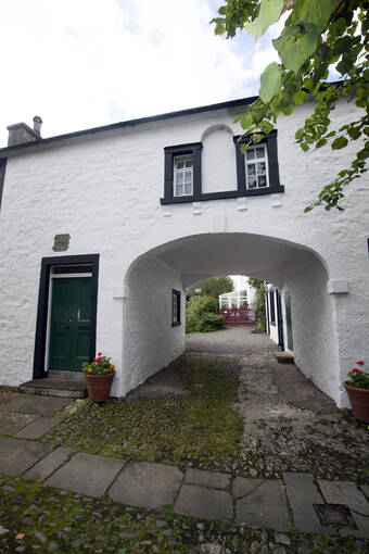 Exterior of Thomas Carlyle's Birthplace showing the arch