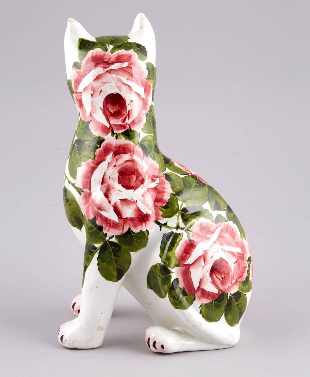 The back of a Wemyss Ware cat showing the famous cabbage rose decoration