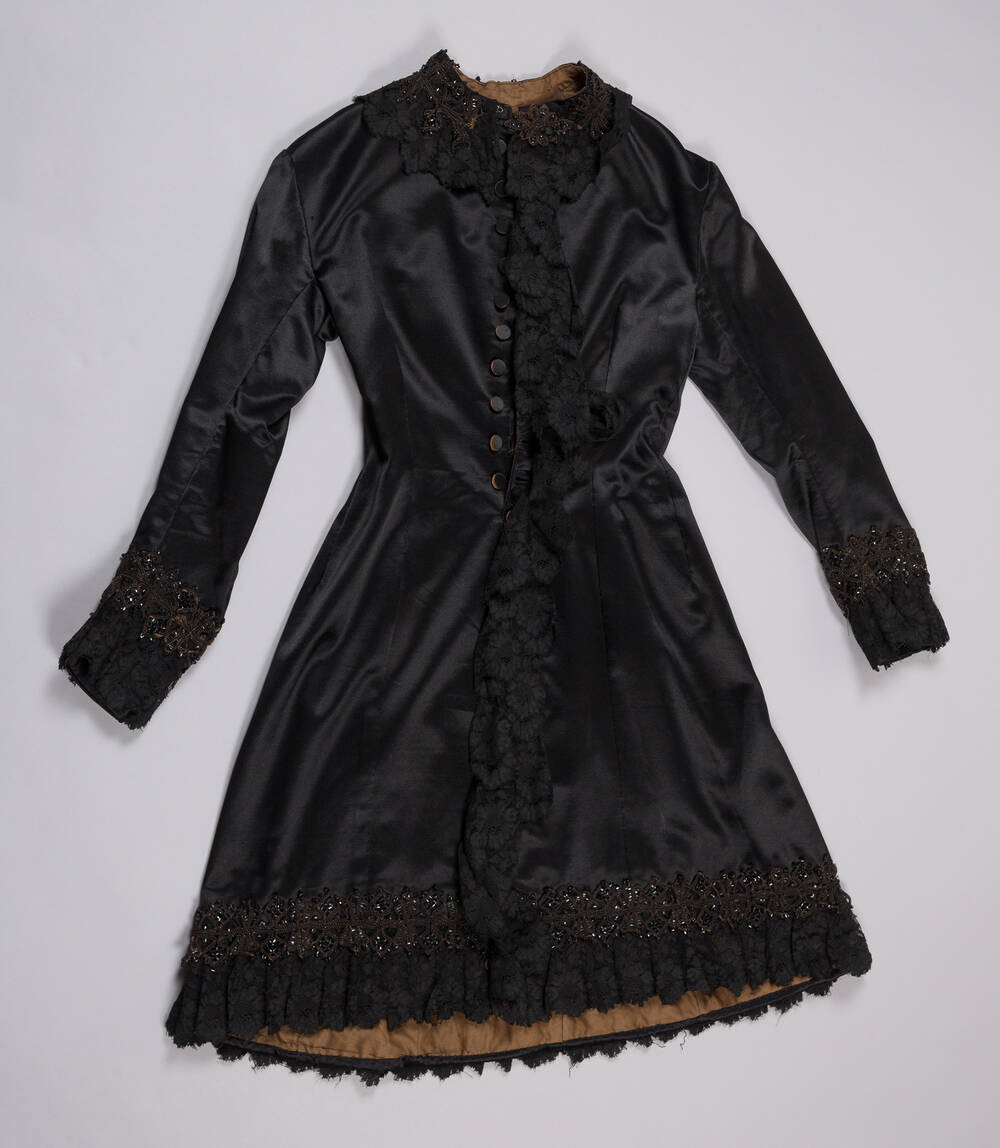 Mrs Toward's mourning coat (Tenement House)